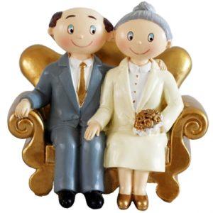 Goldhochzeitspaar-auf-Sofa-Figur-Dekoration-Goldene-Hochzeit-Geschenk-Goldhochzeitsdeko